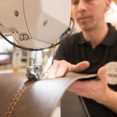 HM820 Durkopp Adler voor speciale toepassingen en siersteken. De meest bekende is de Festonsteek van Cassina op de Utrecht fauteuil