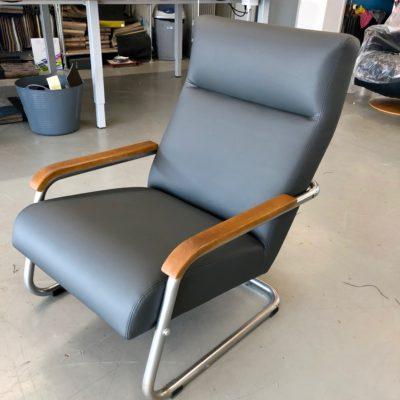Gelderland fauteuil productie 24 stuks oud naar nieuw revisie herstofferen opnieuw bekleden