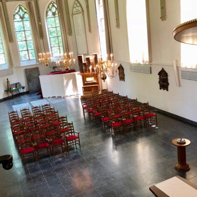 Herstoffering opnieuw bekleden kerkmeubilair