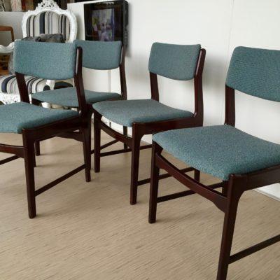 Vintage eetkamerstoelen opnieuw bekleden by Dominikq Stoffeerder