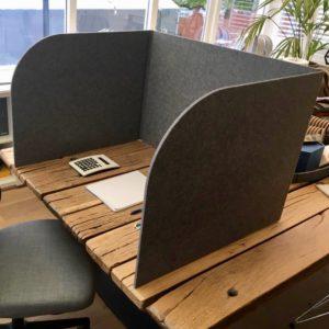 Petfelt spiekscherm concentractiescherm duurzame werkplekoplossing akoestiekscherm
